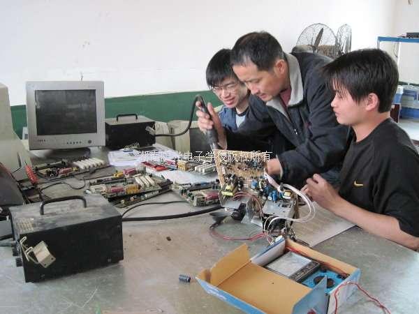 电工培训,电工学校,电工培训学校,电工培训班,电工技术学校,电工考证,维修电工培训,学电工的学校