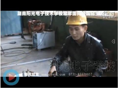 胡珀 电工焊工班学生
